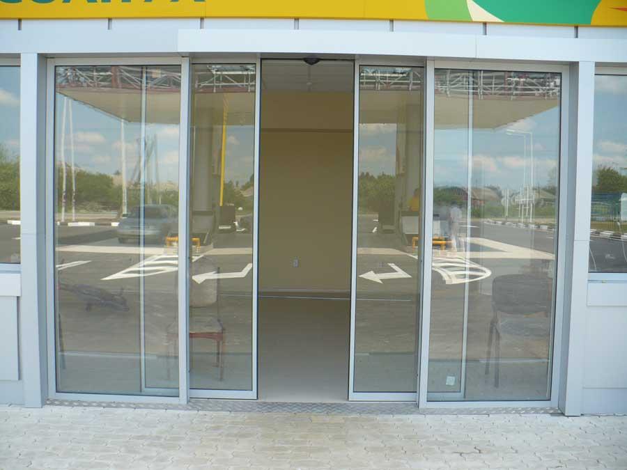 """Автоматические раздвижные двери от компании """"AluClimb - Алюминиевые системы"""""""